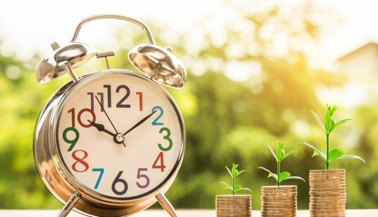 монети і годинник