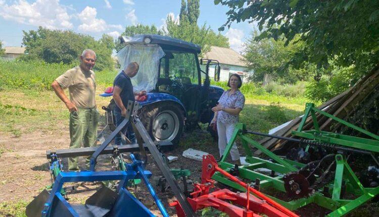 трактор та обладнання