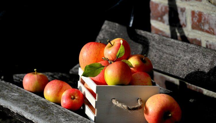 яблука в ящику