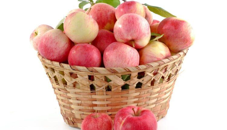 яблука в кошику